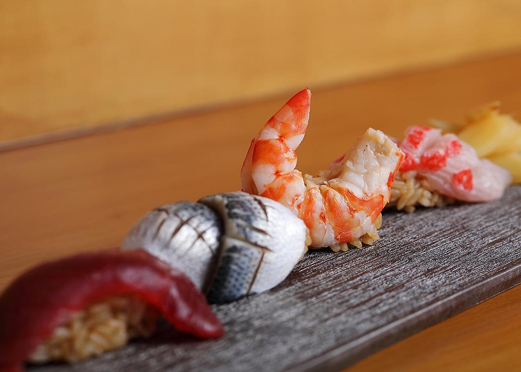 寿司一貫からコース料理、一品までさまざまなシーンに対応